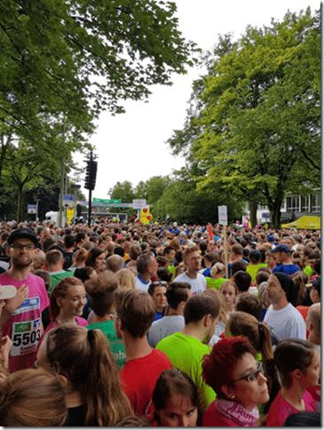 Außer uns waren noch 8955 andere Sportler gekommen